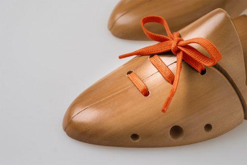 Laccio piatto cerato arancione scarpa classica